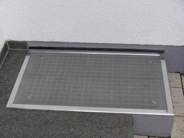 lichtschacht gitterrost nach ma lichtschacht abdeckungen insektenschutzgitter nach mass. Black Bedroom Furniture Sets. Home Design Ideas